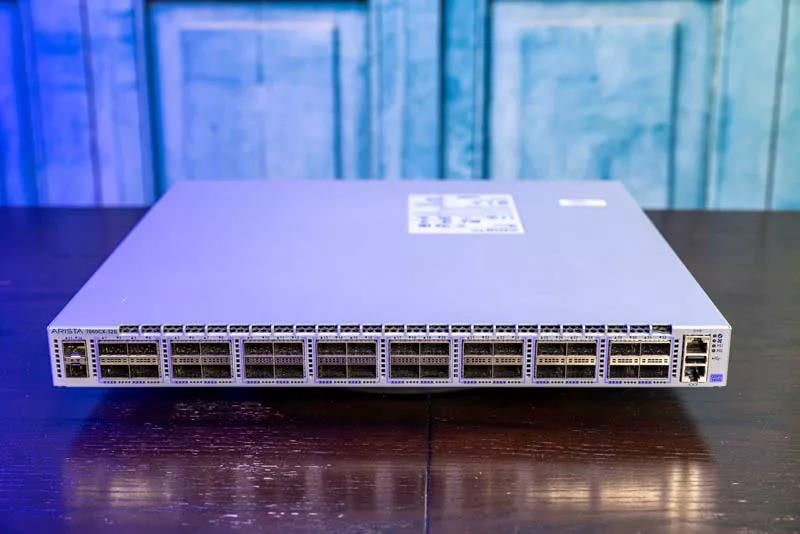 32*100G QSFP28 IO ports in the front of the case and 2 additional SFP+ port